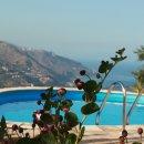 la piscina di villa Almoezia